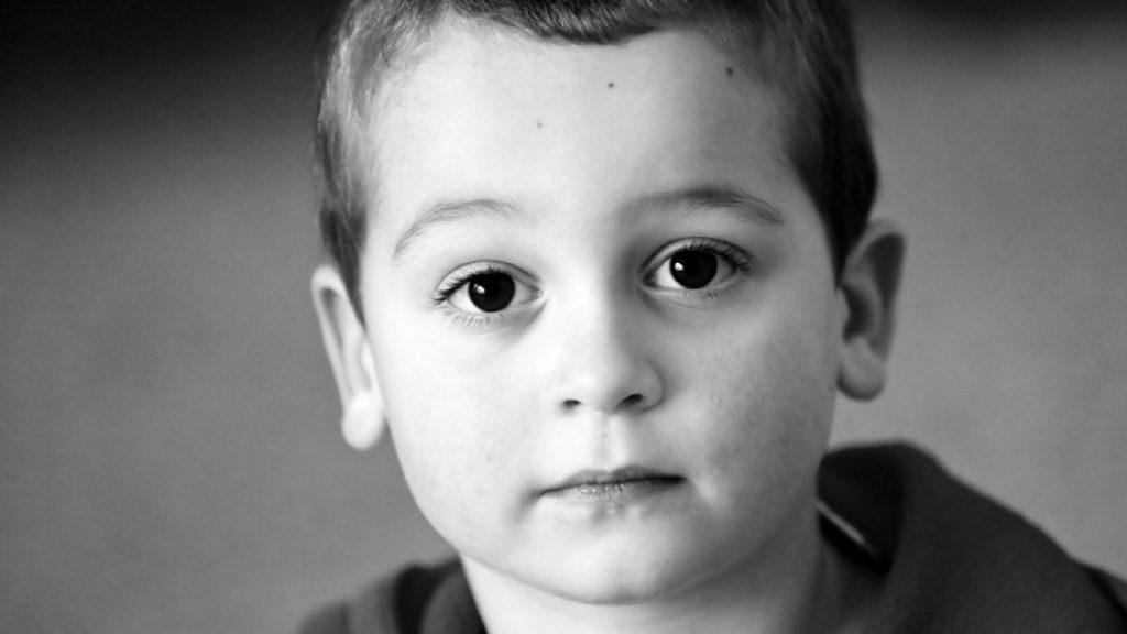 Depressão infantil: sintomas, causas e tratamento